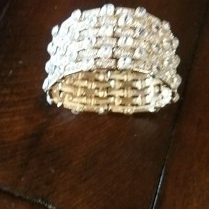 Jewelry - Pretty bling bracelet,does stretch,gold inside.